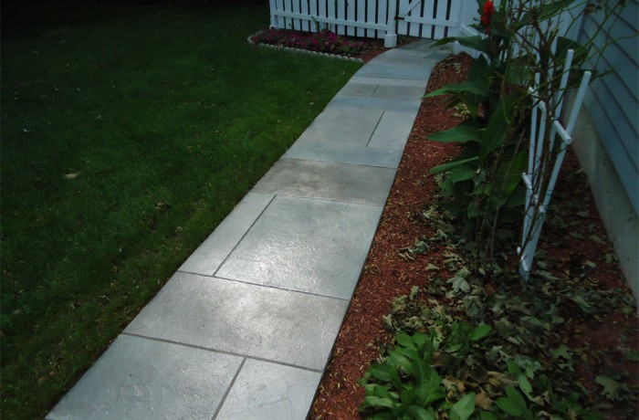 Concrete Walkways in Branford, CT (06405)